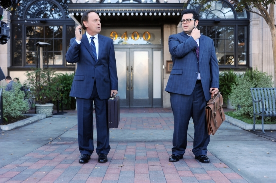 """THE COMEDIANS -- """"Celebrity Guest"""" Episode 103 (Airs Thursday, April 30, 10:00 pm e/p) -- Pictured: (l-r) Billy Crystal as Billy, Josh Gad as Josh. CR: Ray Mickshaw/FX."""